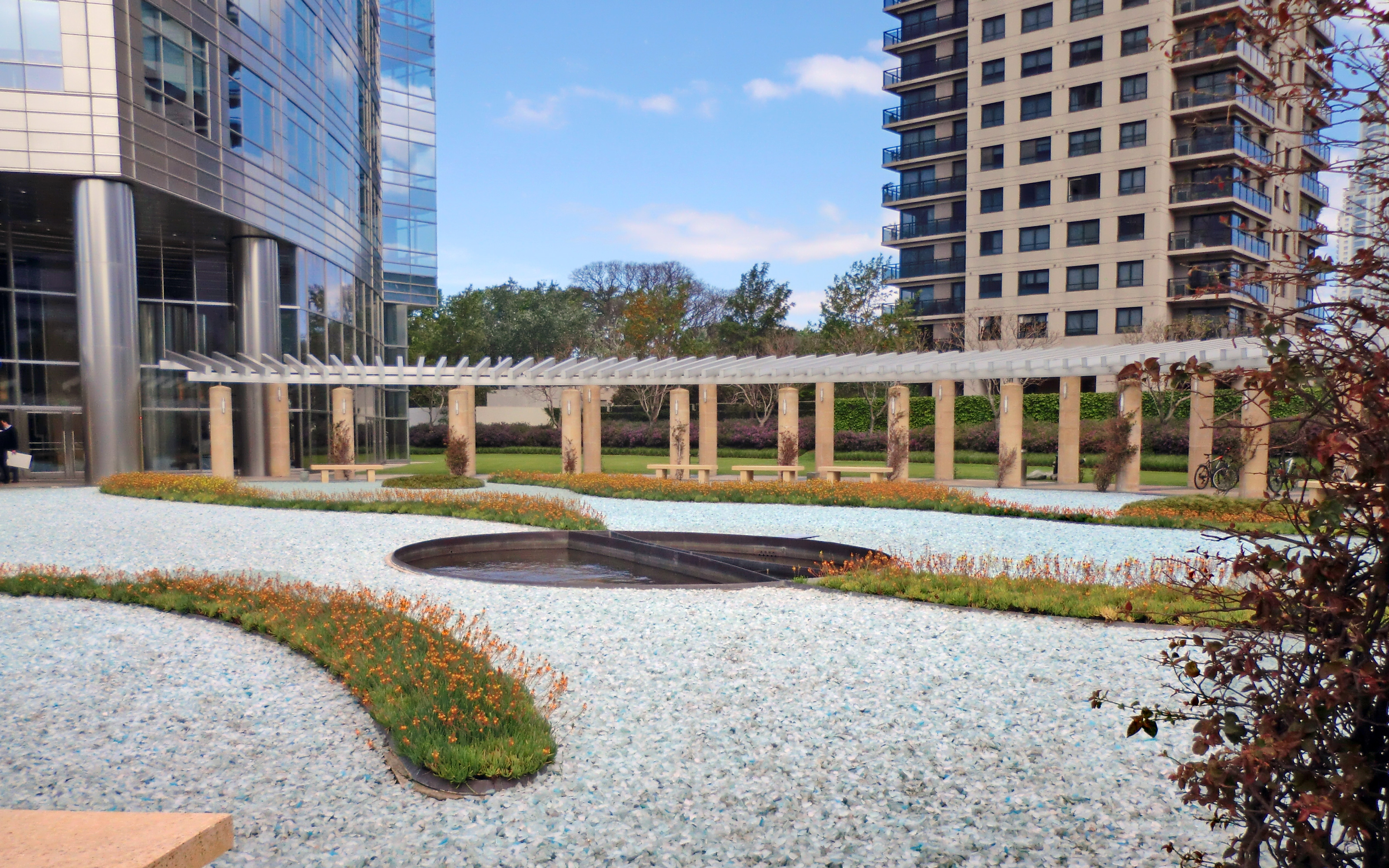 Roof garden with pillars, glass gravel paths and planted beds