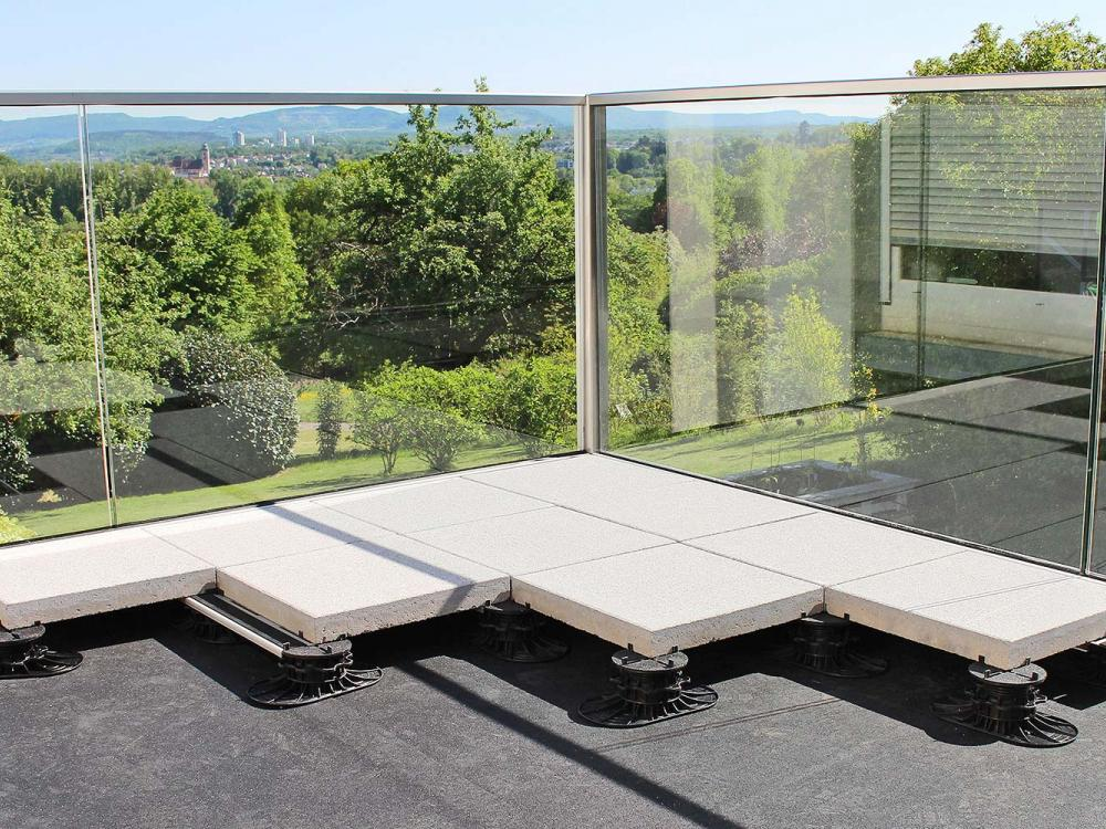 Terrace with concrete slabs on Elefeet® pedestals